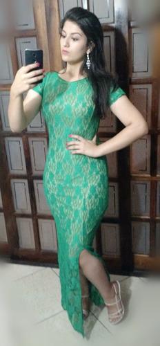 vestido longo de renda com fenda e manga