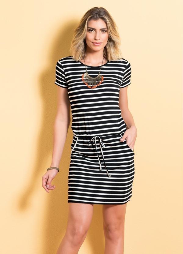 6c70162d93 vestido manga curta listrado preto com bolsos e amarração. Carregando zoom.