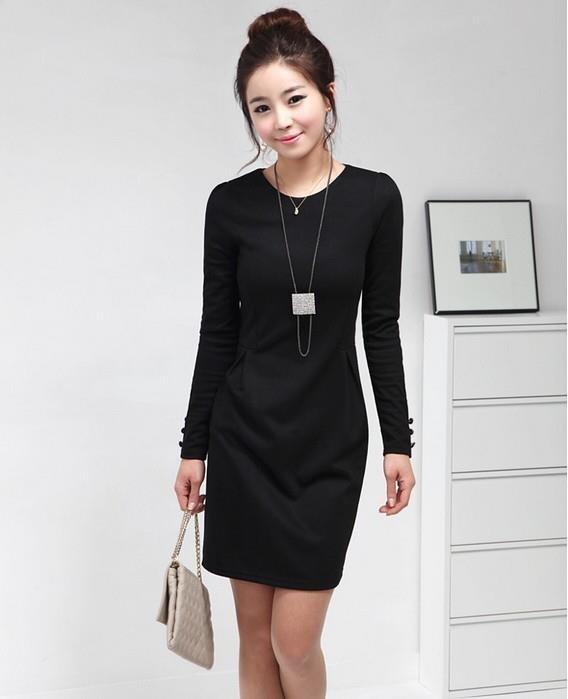 Vestido negro en oficina