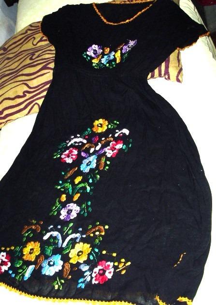 Vestido negro bordado flores