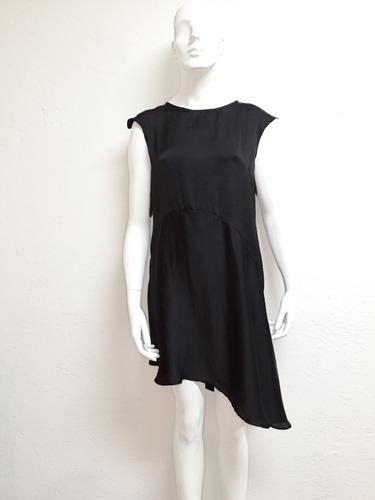 vestido negro de cocktail