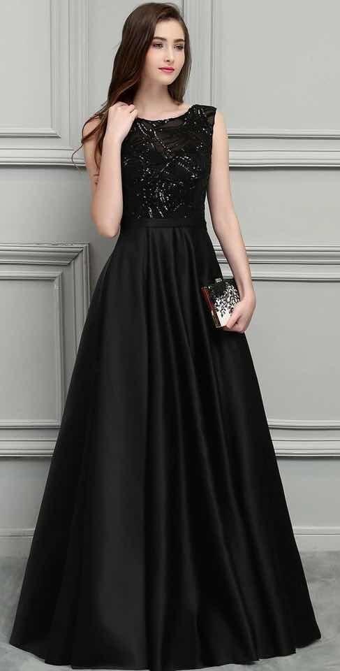 Vestido negro en la noche
