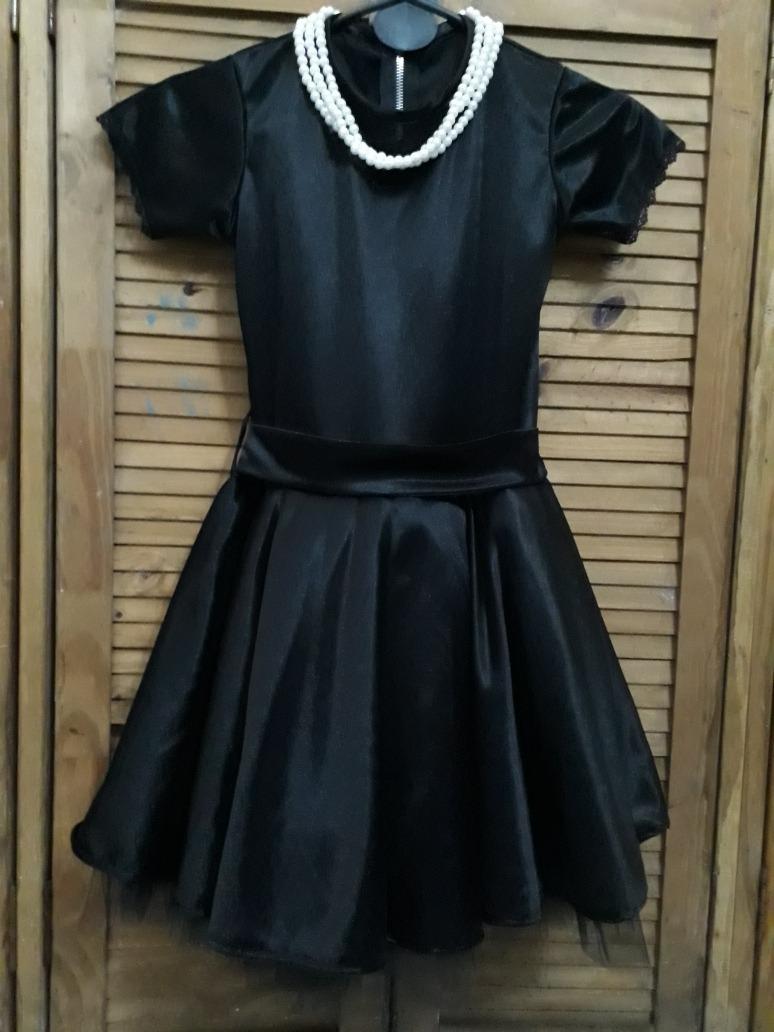 Vestido negro de perlas