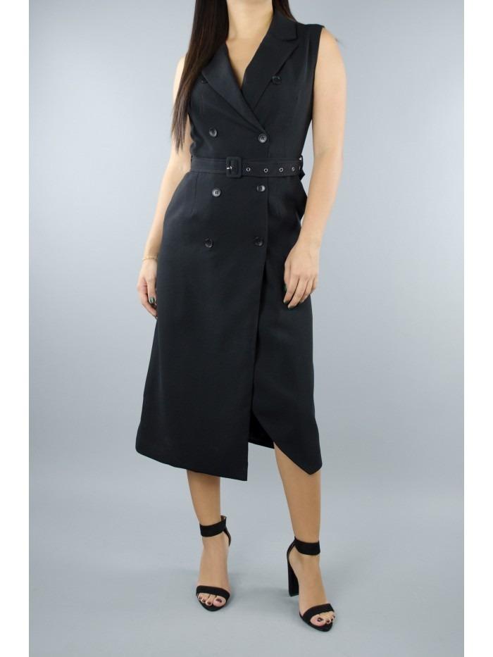 Vestido negro con un chaleco