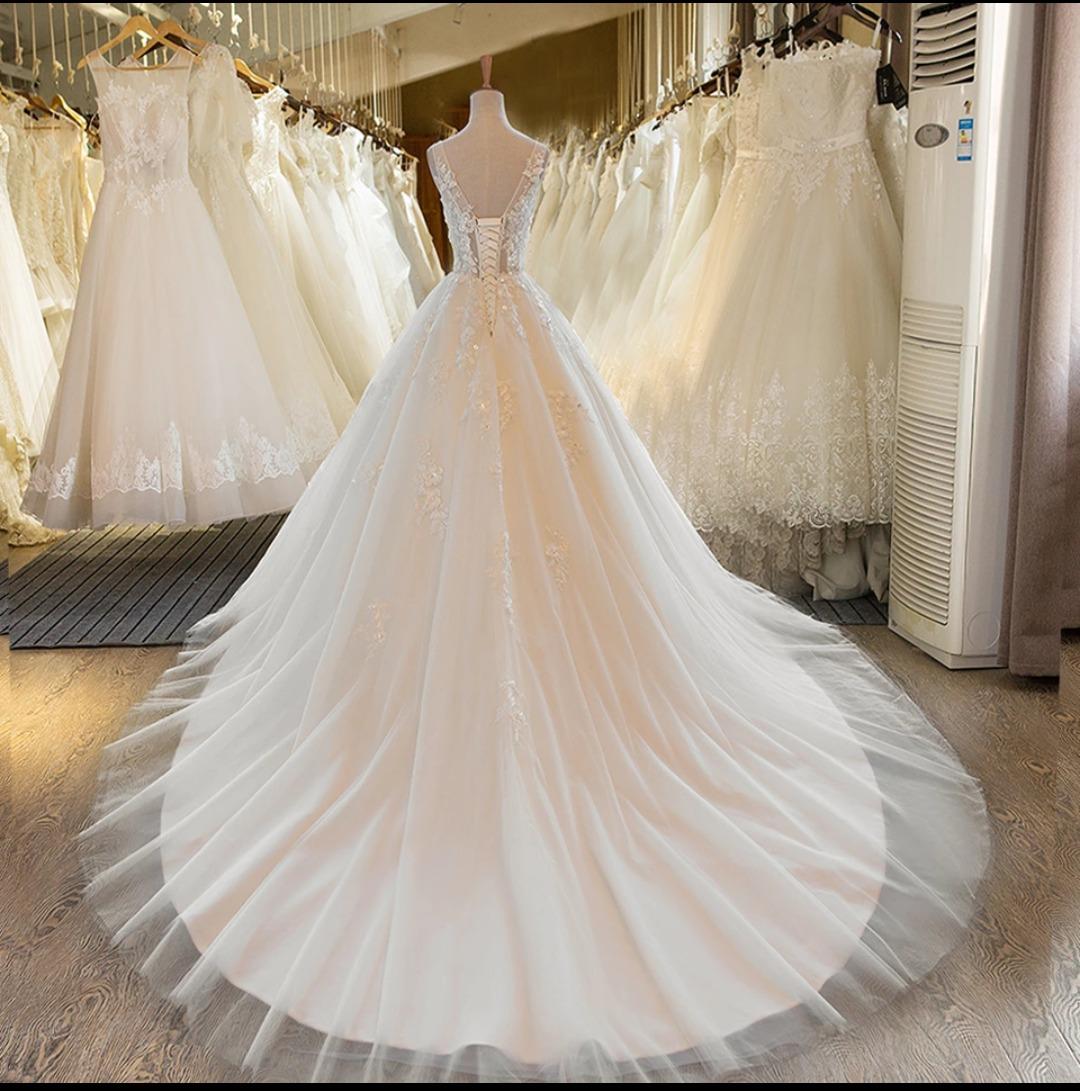 Vestido de novia corte princesa cola larga