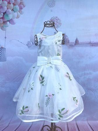 595b2373f8 Vestido Petit Cherie Festa Em Tule Branco Com Flores Bordada - R ...