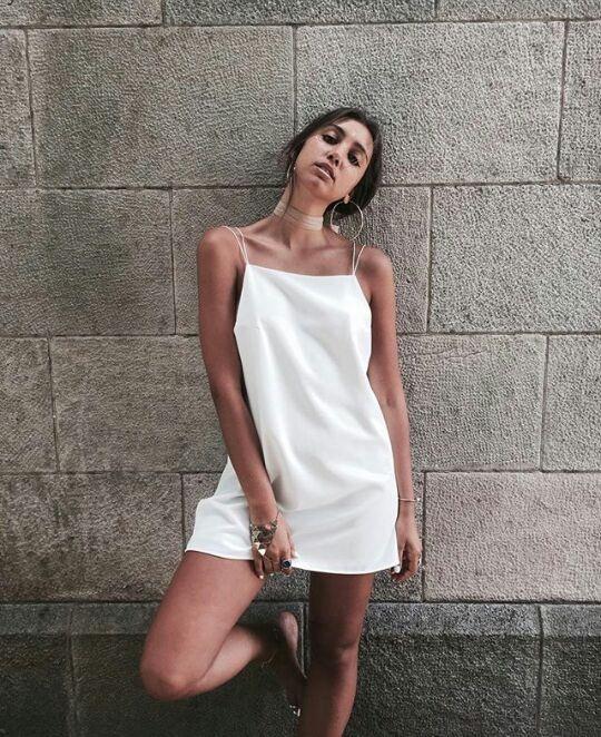 Soрів±ar con un niрів±o vestido de blanco