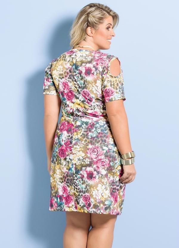 1a83a1d1fd43 vestido plus size trapézio marguerite floral com recorte. Carregando zoom.