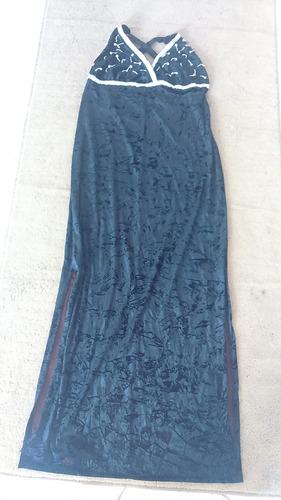 vestido preto com bordados