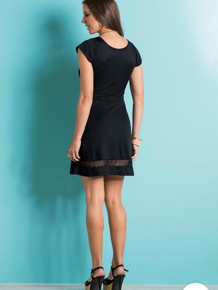 d3d92d756d vestido preto com recorte em tule na barra moda pop. 4 Fotos