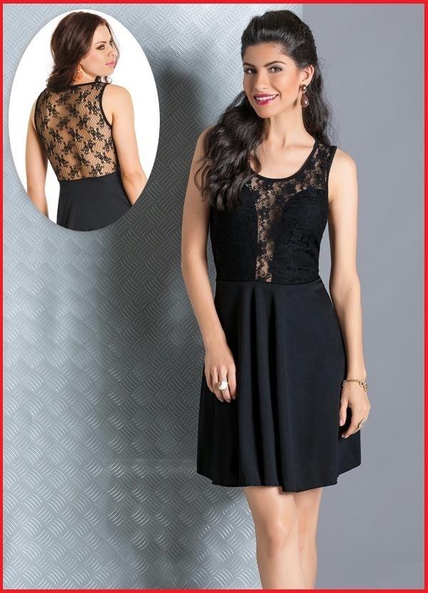 Modelo de vestido preto com renda