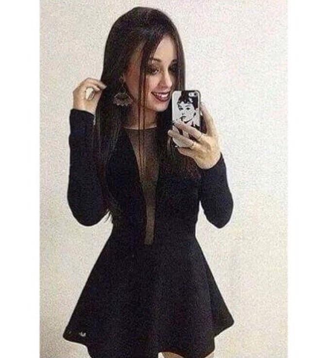 Vestido preto com decote transparente