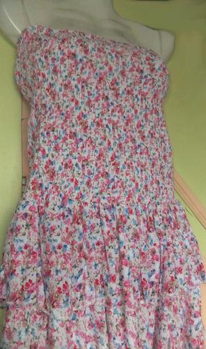 vestido strapless corto floreado, pollera con volados