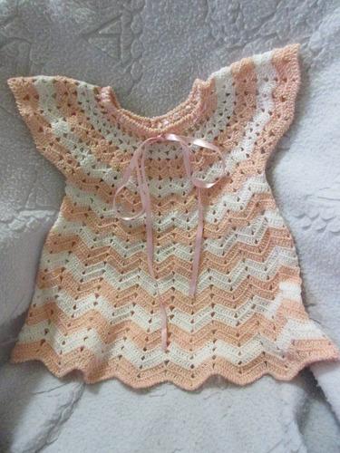 vestido tejido rosa con blanco de bebé