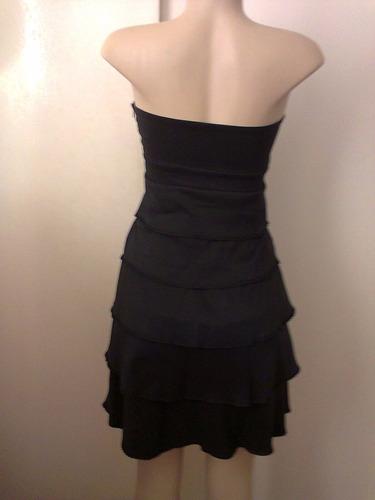 vestido tomara-que-caia com babados em camadas e lacinho