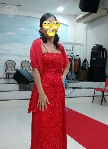vestido  vermelho com a frente todo de lantejoulas