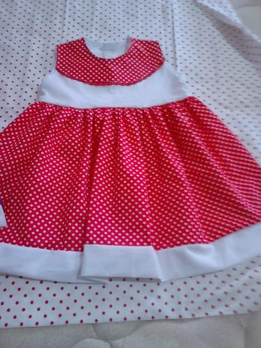 vestido vermelho de bolinhas brancas com branco