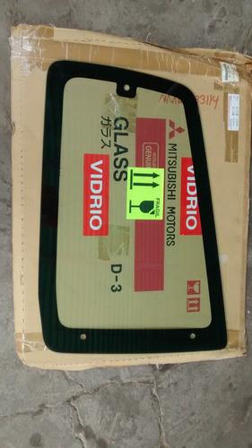 vidrio cuarto trasero derecho mit montero limited 3.8 v67w