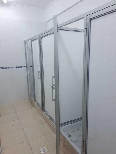 vidrios y aluminio ventanas, puertas, divisiones de baño