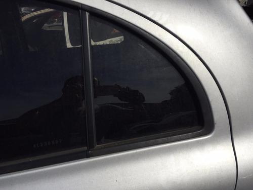 vidro porta traseiro esquerda fixo pequeno nissan march
