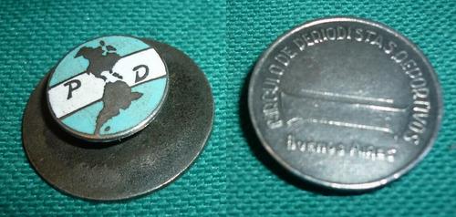 viejo pin distintivo circulo de periodistas deportivos 1950s