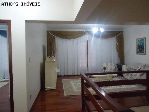 vila brizola  - a/t 300,00m² a/c 300,00 m² sobrado com 3 dormitórios, sendo uma suíte com banheira, sala, cozinha, banheiro, lavabo,churrasqueira,despensa com armários,edícula com - sb00312 - 2501872
