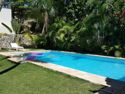 villa caribeña y casa de estilo dominicano en 2da línea de mar