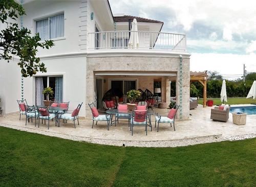 villa con grandes jardines en punta cana village