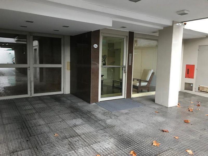 villa del parque, venta depto. 3 ambientes al fte con balcon