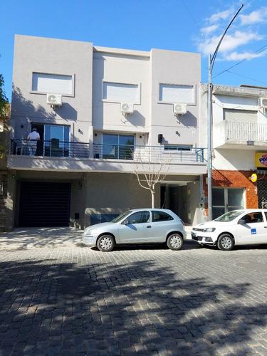 villa del parque. venta dúplex tres ambientes c/cochera cub.