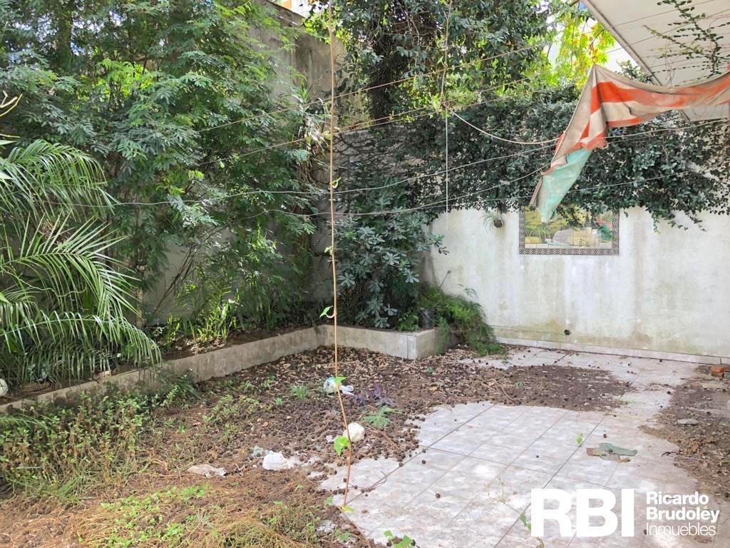villa devoto venta 4 ambientes a refaccionar pb 2 patios 146m2 excelente ubicación