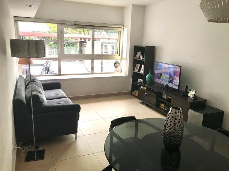 villa devoto venta triplex 5 ambientes, con cochera y patio.