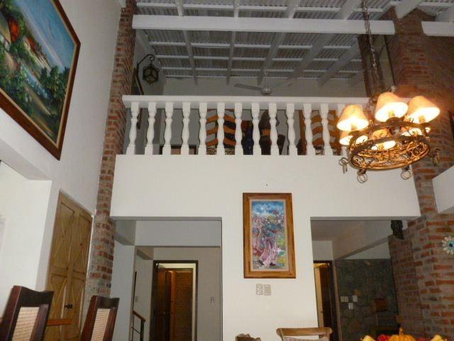 villa en jarabacoa, 4habs. 5baños, terraza, patio grande