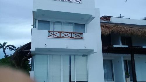 villa en la orilla del mar en akumal c2583