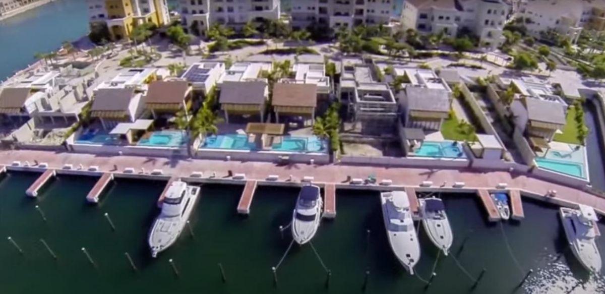 villa en venta en cap cana sector lujoso, acceso al mar 4 habitaciones amoblado
