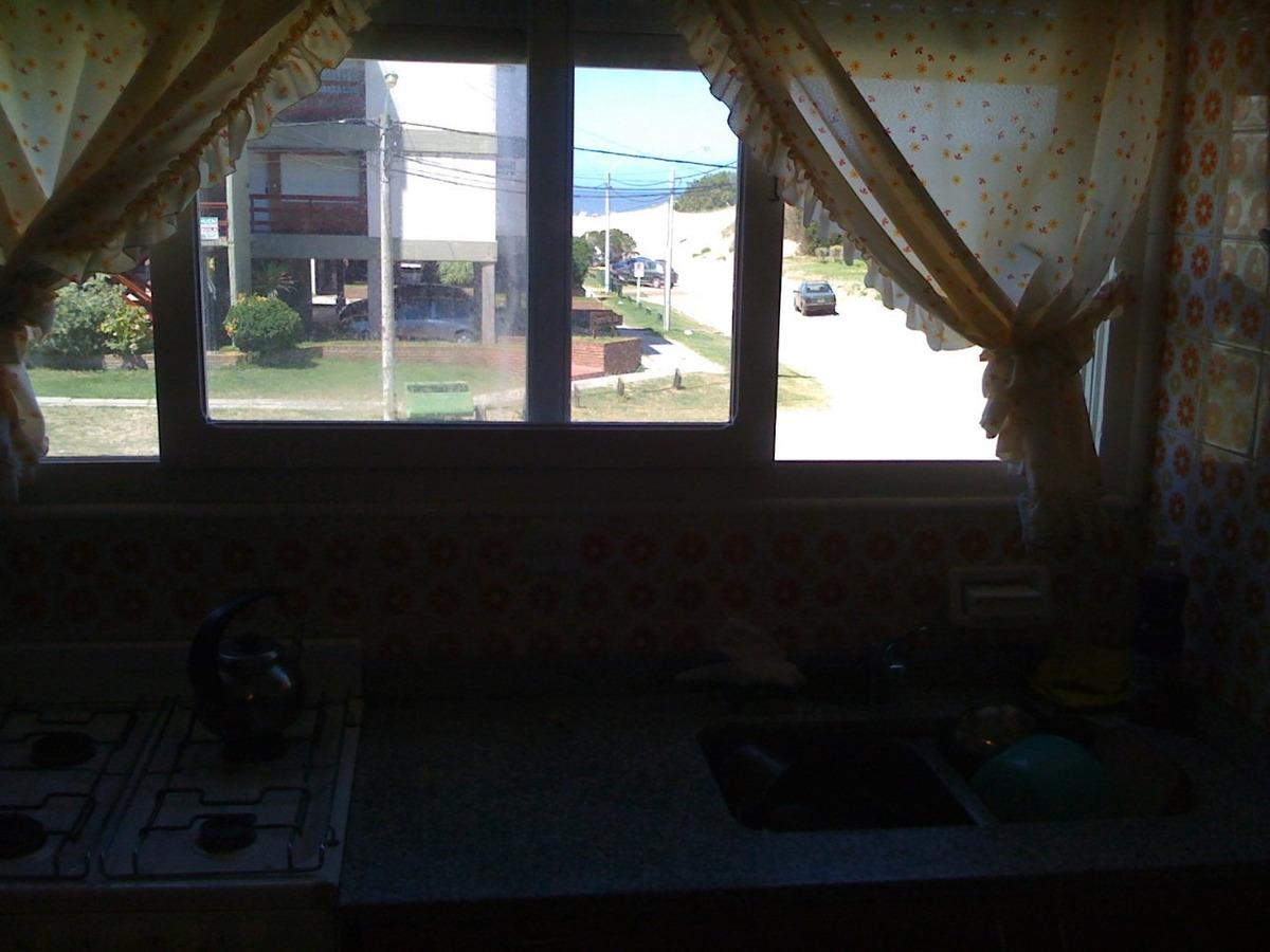 villa gesell 3 amb. balcones vista al mar. cochera. quincho.