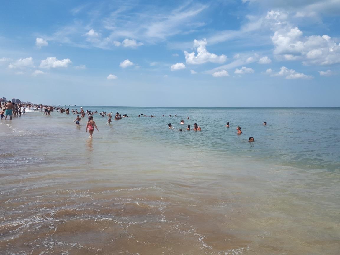 villa gesell. media cuadra playa. cochera cubier. vista mar.