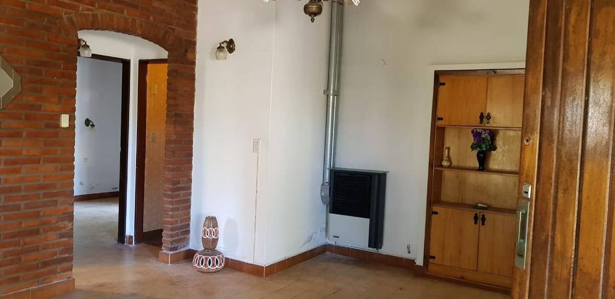 villa gesell - venta chalet en avda. 5 esquina paseo 145 en lote de 705 m2 - 3 ambientes - gas natural -