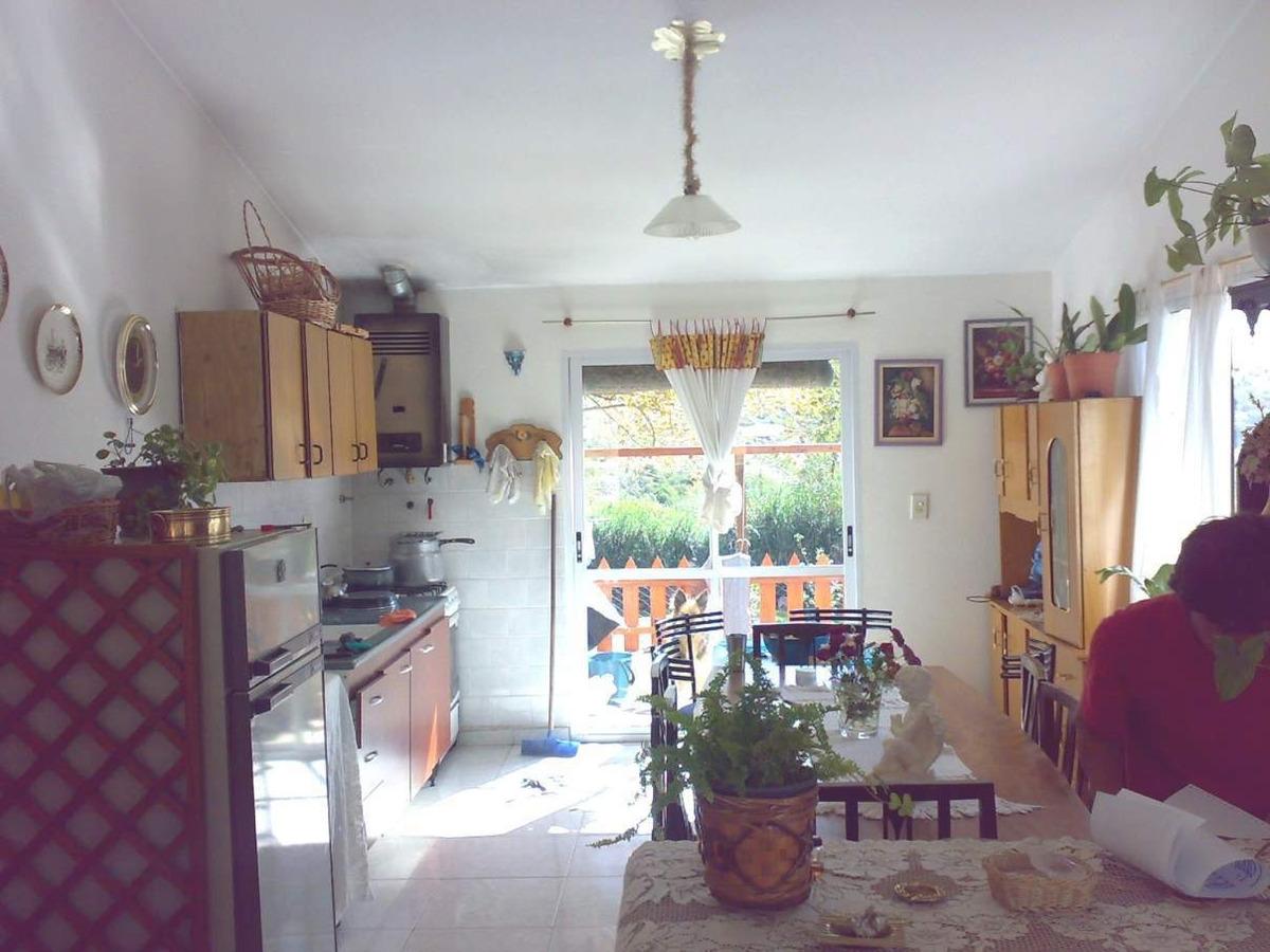 villa giardino casa con dos departamentos en barrio independencia