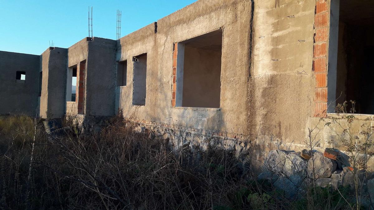 villa giardino fraccion unica con edificacion en chacras de la josefina