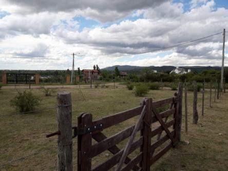villa giardino lote en esquina barrio la granja los nogales y peral