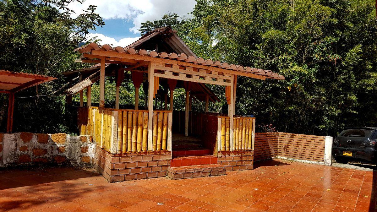villa isleña - sasaima / ¡naturaleza y diversión para ti!