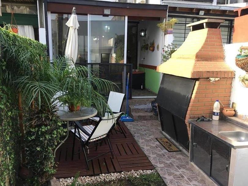 villa luro moliere 1348/ casa 4 amb/ fondo pileta cochera