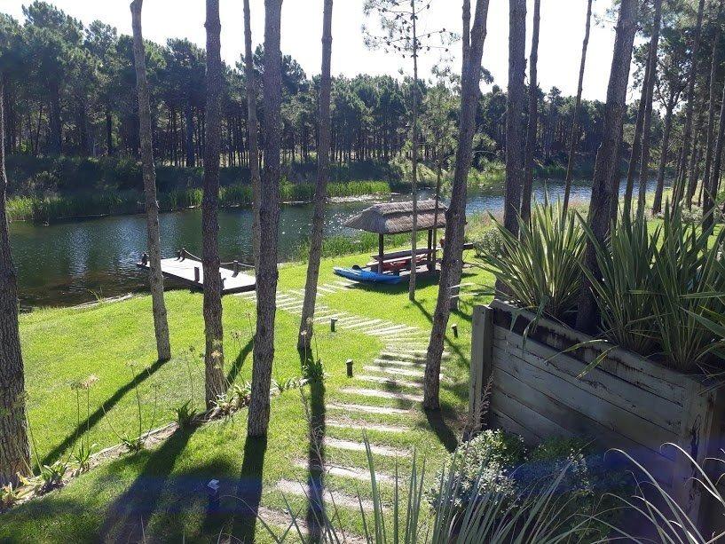 villa robles . excelente casa con vista a laguna .