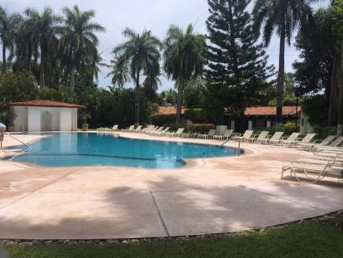 villa vacacional dentro del princess con piscina privada.