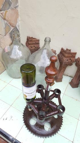 vinera para 5 botellas en hierro para barbacoa muy rustica