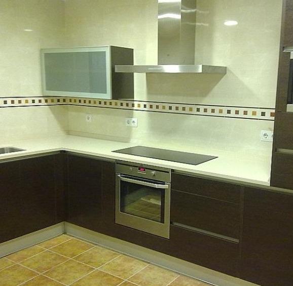 Cenefas para cocinas modernas best la cocina alicatada en blanco se intercal una colorida - Cenefas cocinas modernas ...