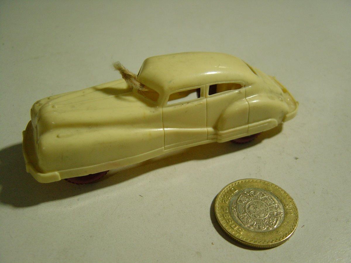 Vintage Juguete Carro Baquelita Beige Llantas Rojas 795 00 En