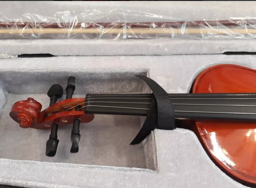 violín 4/4 color natural con estuche  precio de costo!!