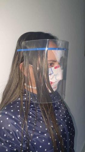 visor de aislamiento facial liviano.